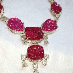 @thejewellcloset Stunning Diamond & Carved Ruby Necklace by padmakriti @ridhsbag.bagga8.