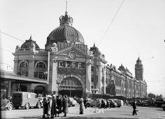 Flinders  St Station  1954.