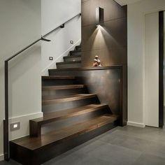 Interesante y creativo detalle para la #escalera reforzado por elegantes #revestimientos e #iluminacion Ve mas #ideas para #remodelar en: arquitecturacreativa.blogspot.com Siguenos también...