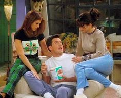 Rachel, Chandler y Monica
