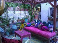 28 Absolutely dreamy Bohemian garden design ideas When decorating your outdoor space, a Bohemian garden theme is a popular look that can give your space some bright and playful aesthetics. Bohemian House, Bohemian Patio, Bohemian Decor, Bohemian Style, Boho Chic, Gypsy Decor, Bohemian Garden Ideas, Shabby Chic, Boho Gypsy