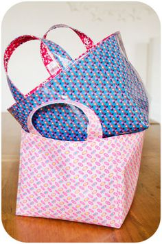 Coin Couture, Couture Sewing, Sewing Crafts, Sewing Projects, Fabric Storage Baskets, Blog Couture, Summer Handbags, Handmade Handbags, Patchwork Bags