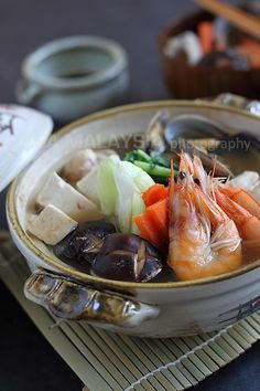 Nabe (Yosenabe/Japanese Hot Pot) recipe - To me, nothing tastes quite as invigorating and uplifting than a meal of simmering hot soup or stew. Yosenabe is probably one of the most popular hot pots in Japan; it's highly versatile when it comes to the ingredients used. #japanese