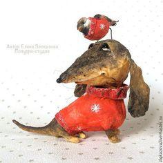 Red dog with bird sculpture. Paper Mache Clay, Paper Mache Sculpture, Paper Mache Crafts, Dog Sculpture, Animal Sculptures, Dachshund Art, Wire Haired Dachshund, Paper Mache Animals, Clay Animals