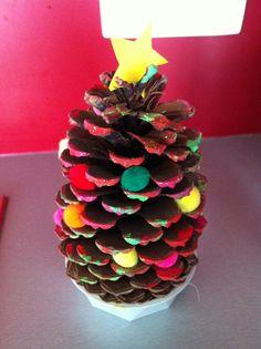 Kerstboom van dennenappel