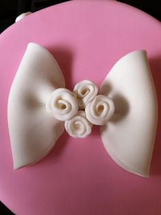 Free cake decorating video on how to make a fondant bow with ribbon roses. A CakePlayGround.com film by Teri Lyddiard.