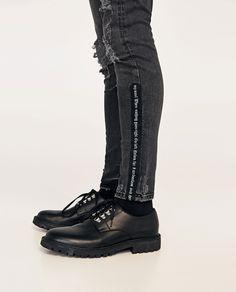 DENIM CINTAS Denim Fashion, Fashion Pants, Teen Pants, Casual Goth, Estilo Denim, Denim Ideas, Denim Pants Mens, Love Jeans, All Black Sneakers