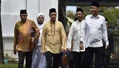 GNPF Bertemu Jokowi Tokoh 212 Keluarkan Resolusi Jogja http://news.beritaislamterbaru.org/2017/06/gnpf-bertemu-jokowi-tokoh-212-keluarkan.html