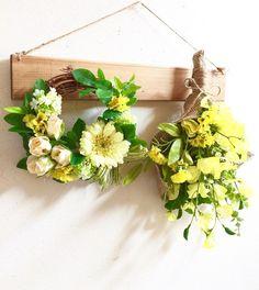 ○アーティフィシャルフラワー生花をよりリアルに再現し、そしてさらに、生花には無い美しさを表現した《作られた花》です。 素材は主にポリエステル、ワイヤーなどで作られています。 生花にそっくりに作られていてとても色鮮やかで、長い期間お楽しみいただけます。クリーム色のガーベラの可愛らしいリースとフリージアとスイトピーの春らしいスワッグイエローのお花が明るいプレートです。ーーーーーーーーーーーーーーーーー以前プレートをご購入していただいたお客様に限り、リース&スワッグのみの販売もしております。お花のみの価格に変更させていただきますのでご購入のお手続きに進まれる前にメッセージでお知らせくださいませ。ーーーーーーーーーーーーーーー○リース 横 約20cm アーティフィシャルフラワーガーベラ クリームイエロー メーヌローズ ピーチスノーボールフリージア イエローグリーンリーフスマイラックスユーカリミントラフィア グリーン○スワッグ 35cmアーティフィシャルフラワーユーカリグリーンリーフスイトピー イエローフリージア イエロー○プレート ナチュラル横40cm 縦6cm 厚み1...