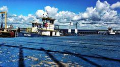 Barco Delfino no cais da cidade de Cabelo - PB