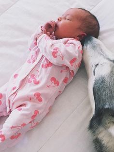 Baby and puppy 🐶 👶🏼😍 So Cute Baby, Baby Kind, Cute Baby Clothes, My Baby Girl, Cute Kids, Cute Babies, Outfits Niños, Foto Baby, Cute Baby Pictures