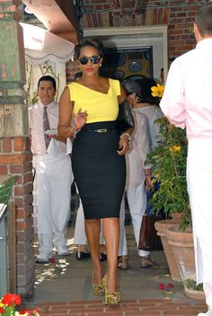 Vivica Fox in the perfect summer lunch outfit.