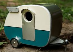 This retro camper birdhouse is the cutest thing ever, especially for my camping friends