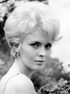 50 best jean seberg images jean seberg short hair cuts bonjour 1970 S Jeans Sexy Photos sexiest women in movie history