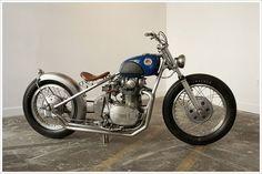 Yamaha XS650 Bobber - Escape Collective. Toda una bobber con la que disfrutar y soñar después de un día de trabajo. Mira que guapa.