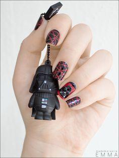 Aujourd'hui on est dimanche, et le dimanche c'est…   C'est…TA-TA-TA-TA-TATA-TA-TATAAAAA-TA-TA-TA-TA-TATA-TA-TATAAAAAA-TA-TA-TATA-TA-TATATATA-TATA-TA-TATATATA-TAGUEULE. Ok. Enfin t'auras quand même reconnu la Marche Impériale. Ah non? Bon. Bon. Ben aujourd'hui le thème c'est Star Wars, ou May the fourth be with you. Mais si tu sais, May the force be with you, force/fourth… Le mois, mai, la force, Obi-Wan …