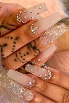 How to choose your fake nails? - My Nails Rhinestone Nails, Bling Nails, Swag Nails, Jewel Nails, Bling Nail Art, Coffin Nails Glitter, Long Stiletto Nails, Nail Art Rhinestones, Milky Nails