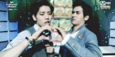 Hoya disgusted by Dongwoo's shameless aegyo. Dinosaur has no restraints