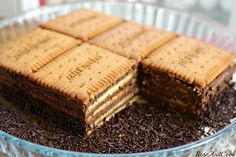 Household Cake packets of Petit-Beurre pill of darkish chocolate Nestlé Dessert eggs -Four tablespoons instantaneous espresso Sweet Recipes, Cake Recipes, Dessert Recipes, Food Cakes, Delicious Desserts, Yummy Food, Desserts With Biscuits, No Cook Meals, Chocolate Recipes