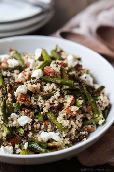Creamy Goat Cheese Asparagus Quinoa Salad, loaded with delicious flavors your family will love. A quick easy gluten free recipe that makes a great lunch or side dish. All clean eating ingredients are used for this healthy dinner recipe. Quick Dinner Recipes, Easy Healthy Dinners, Easy Healthy Recipes, Quick Easy Meals, Vegetarian Recipes, Cooking Recipes, Cheap Recipes, Amish Recipes, Dutch Recipes