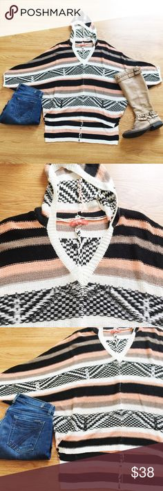 Oversized Knit Beach Bum Poncho Super comfy and beachy Knit poncho perfect to pair with boots and jeans for a cozy fall/winter look. New, never been worn. Reasonable offers only, no trades. Bundle w/ three items for 20% off 💖✨ Sweaters Shrugs & Ponchos