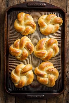 These Vegan Roasted Garlic & Herb Dinner Rolls are delicious & easier than you'd think. They can be made in regular roll shape, or into these pretty knots.