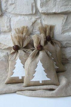 Burlap Gift Bags White Christmas Tree Set of FOUR di FourRDesigns