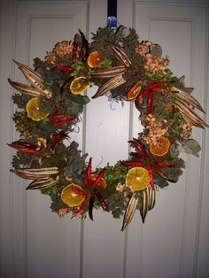 Love this wreath Okra Crafts, Fun Crafts, Tropical Christmas, Christmas Mom, Crafts To Make And Sell, How To Make Wreaths, Fall Wreaths, Christmas Wreaths, Door Wreaths