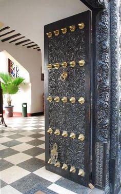 Fabulous carved wooden doorway in Zanzibar. Main Door Design, Front Door Design, Cool Doors, Unique Doors, Entrance Doors, Doorway, Door Knockers, Wooden Doors, Windows And Doors