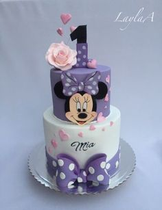 ▷ 1001 + ideas for the cutest Minnie Mouse cake for your little one purple and white fondant, two tier cake, minnie mouse cake decorations, silver cake stand Mickey Mouse Torte, Minni Mouse Cake, Mickey And Minnie Cake, Minnie Mouse Cookies, Bolo Minnie, Mickey Cakes, Mini Mouse Birthday Cake, Baby Birthday Cakes, Mickey Birthday