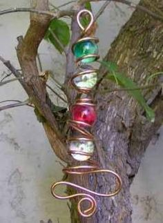 Suncatcher- Wire wrapped marbles - what to do when you have too many small marbles!Wire & Copper Art - Putting it all together - Use my Ol' MarblesWire wrapped marbles - Not really a wind chime, but a good tree decoration.Outdoor Wire Art -- maybe with th Garden Crafts, Garden Art, Garden Ideas, Copper Art, Copper Wire Crafts, Wind Spinners, Sun Catcher, Beads And Wire, Bead Crafts