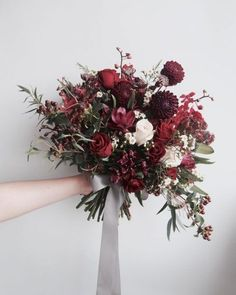 30 Inspiring Fall Wedding Bouquets tolle Blumendeko zur Hochzeit<br> Fall is gorgeous wedding season: it's romantic and chic, full of beautiful shades that won't be seen in other seasons. If you haven't chosen a bouquet . Sunflower Bouquets, Fall Bouquets, Fall Wedding Bouquets, Wedding Flower Arrangements, Flower Bouquet Wedding, Floral Arrangements, Wedding Dresses, Wedding Flower Guide, Winter Wedding Flowers