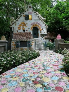 Photo Inspired Walkway - colorful Hansel and Gretel's cottage house in Efteling Theme Park, Netherlands. Hansel And Gretel House, Hansel Y Gretel, Beautiful World, Beautiful Homes, Beautiful Places, Wonderful Places, Amazing Places, Fairy Houses, Play Houses