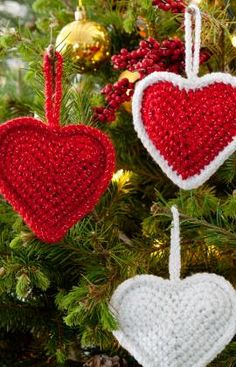 Christmas Love Hearts Crochet Pattern - Got to love the hearts! Make them for your tree, to decorate packages or to hang in other places. Make them for those you love. Color choices are up to you – we just love the Red Hearts!