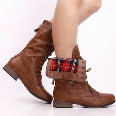 Versatile pair of boots for the fall season! Wear them with some distressed shorts and a tee with it folded down or up! #boots #fall #fashion #instafashion #instastyle #shoes #combatboots #sotd #shoeicide #plaid #instapic #pinkbasis #hot #lookbook #fashiondiaries
