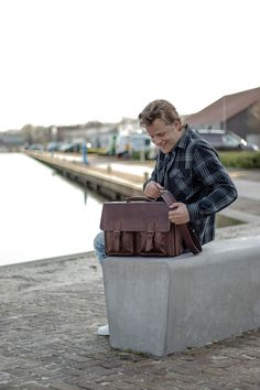 A stylish leather briefcase in which functionality and sleek design merge seamlessly. A main compartment with 5 pockets and various handy details make this leather briefcase your ultimate business-buddy! Leather Laptop Bag, Leather Briefcase, Briefcases, Pockets, Stylish, Business, Bags, Design, Leather Laptop Messenger Bag
