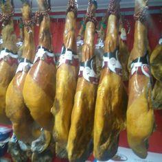 "En San Valentin dile que le quieres con la guitarra! #Jamón #PataNegra #GranReserva Duroc ""La Masia"" Del Valle de #LosPedroches 158 euros/kg.  http://ift.tt/2kERHJU  #jamlovers #jamon #jamoncurado #gourmet #delicatessen #dietamediterranea #jamoniberico #love #embutido #photooftheday #amazing #smile #look #instalike #picoftheday #food #instadaily #instafollow #followme #bestoftheday"