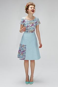 Planning that vintage wedding bash of a lifetime?! Dress your bridesmaids to fit your retro theme with this fab 60s inspired attire. This lovely...