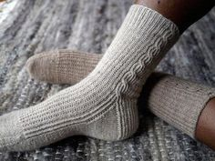 Ravelry: Waffle Creams pattern by Anne Hanson Knitted Mittens Pattern, Knit Mittens, Mitten Gloves, Knitting Socks, Knit Socks, Hand Knitting, Fall Knitting Patterns, Knitting Ideas, Anne Hanson