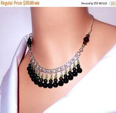 Negro y luz verde collar de perlas, timón chainmaille collar, collar babero, para mujeres, regalos, novia, fiesta, chicas, ropa formal, casual