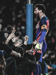 Messi (celebrating Barcelona 6 - 1 against PSG. Messi And Neymar, Messi Soccer, Messi Fans, Fc Barcelona, Cristiano Ronaldo, Lionel Messi Wallpapers, Messi Photos, Fc Bayern Munich, Barcelona