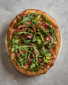 Whole Italian Pizza topped with Parma Ham and Arugula || Prosciutto Arugula Pizza Recipe - How to make delicious arugula prosciutto pizza in 25 minutes using only 4 ingredients. Check out this easy Italian pizza recipe on Travelling Foodie. #travellingfoodie #recipes #easyrecipes #pizza Prosciutto Pizza, Arugula Pizza, Prosciutto Recipes, Arugula Recipes, Authentic Italian Pizza, Parma Ham, Cheese Tasting, How To Make Pizza