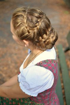 OKTOBERFEST LOOK - dirndl - tradition - alpenwelt - longchamt - hairstyle braid