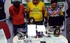 Três pessoas são presas suspeitas de adulterar documentos de veículos roubados +http://brml.co/1xpWrH8