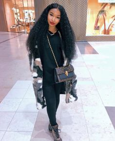 Fuzzy fur cow animal print coat all black casual tshirt jeans outfit. Chill Outfits, Casual Outfits, Cute Outfits, Fashion Outfits, Black Girl Fashion, Love Fashion, Fashion Looks, Winter Fits, Winter Looks