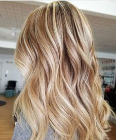 Balayage Blonde Ends - 20 Fabulous Brown Hair with Blonde Highlights Looks to Love - The Trending Hairstyle Hot Hair Colors, Ombre Hair Color, Cool Hair Color, Hair Colors For Blondes, Brown With Blonde Highlights, Hair Highlights, Golden Highlights, Light Highlights, Highlighted Blonde Hair