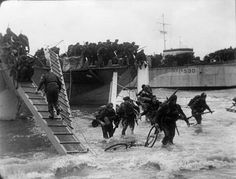 No. 4 Commando, 1st Special Service Brigade, coming ashore from LCI(S) landing craft on Queen Red beach, SWORD Area