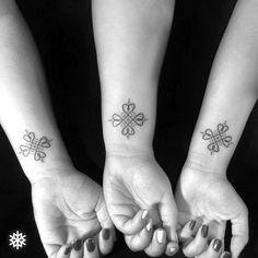 Geometric four-leaf clover linework tattoo #allantattooer #linework #clover…
