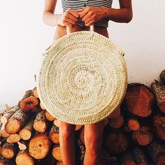 Capazo redondo hecho con palma natural  #capazo #verano #cesto #playa   Foto de @beatriztormenta