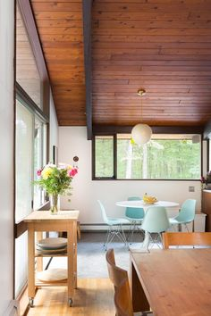 House Tour: Sunny, Mid-Century Modern Style Family Home | Apartment Therapy